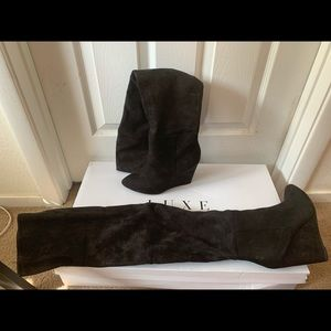 Black suede boots with heel